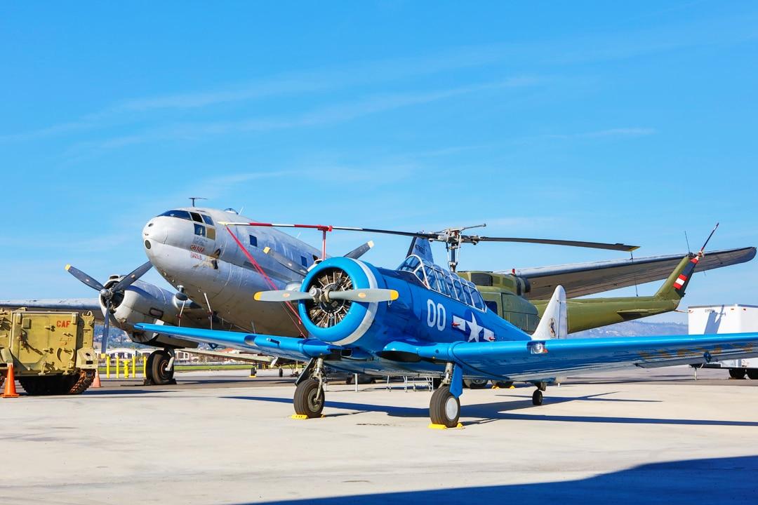 CAMARILLO_CAF airport plane